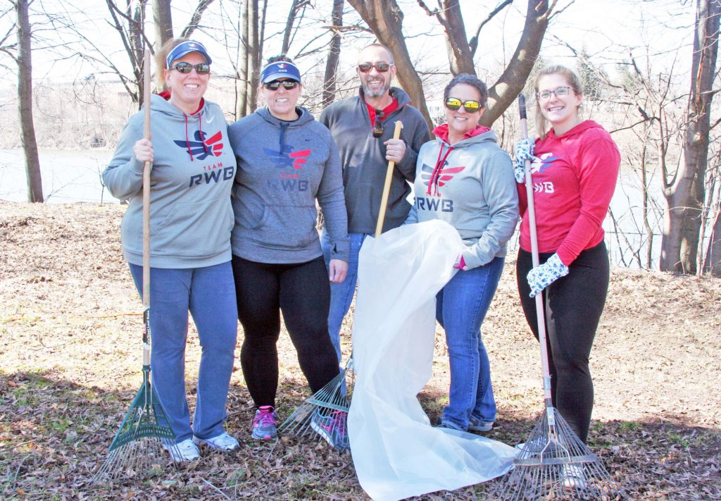Sparkle-a-Park cleanups Veterans